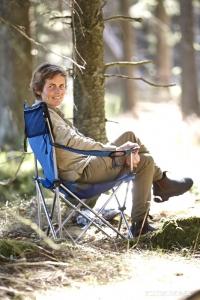 Hanne Koldkær gør sig det behageligt som udlægger i søget i Åben klasse