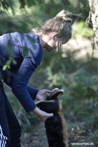 Regionens yngste aktiv, Freja Henriksen, lægger kaniner ud i åbenklasse søget.