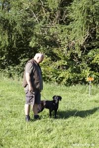 Mange år som hundefører, men nerver på hos Jens Svendsen på hans første B prøve.
