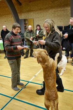 Både hund og fører var glade for diplomet